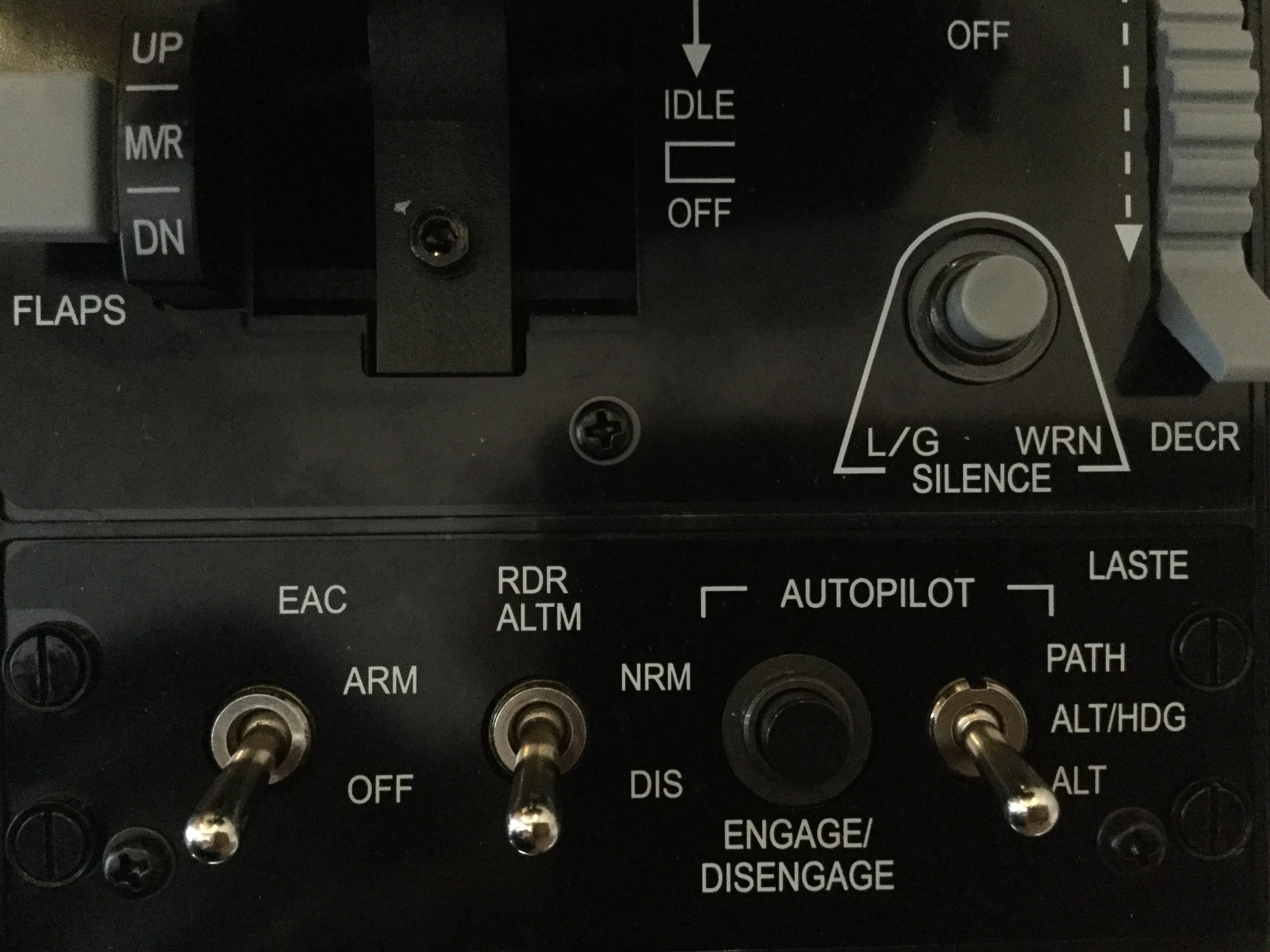 Thrustmaster HOTAS Warthog Kippschalter - Hardware - AEROSOFT ...