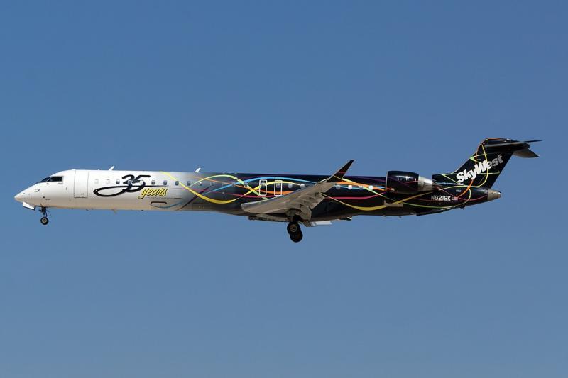 n821sk-skywest-airlines-canadair-cl-600-2d24-regional-jet-crj-900lr_PlanespottersNet_237412.jpg