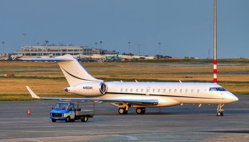 bombardier-bd-700-global-express-02.jpg