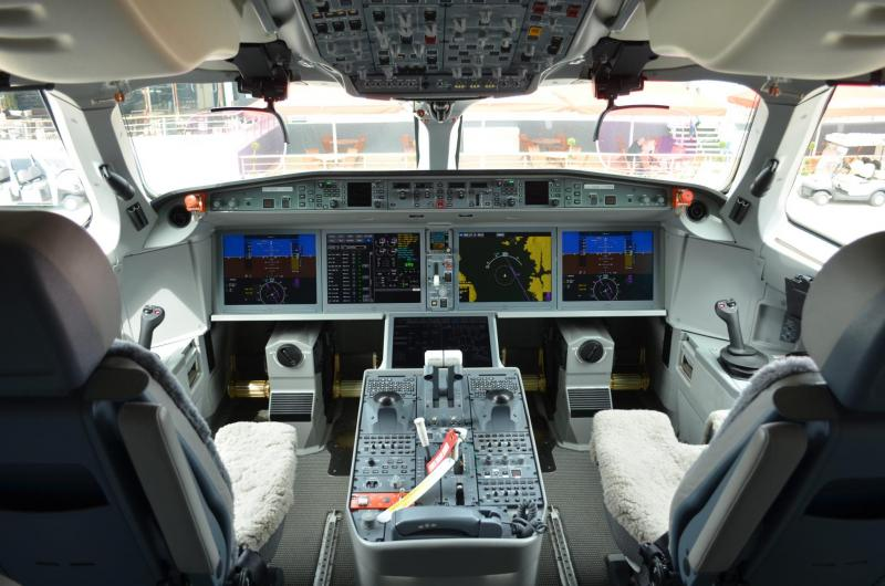 C-Series-flight-deck.jpg