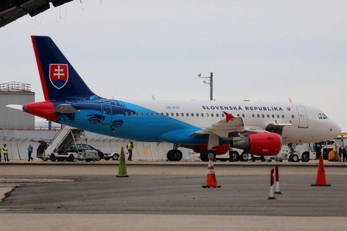 Airbus 319 OM-BYK.jpg
